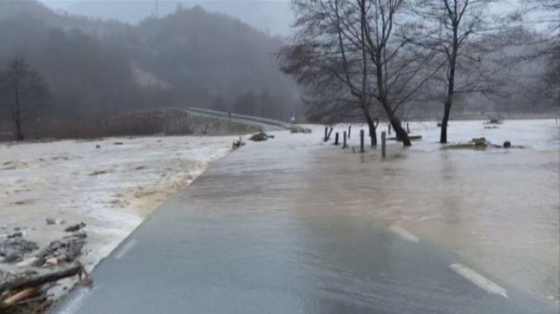 Бедствено положение в част от Румъния заради силни наводнения