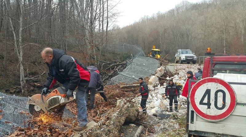 МВР показа как се ремонтира рухналата ограда по границата