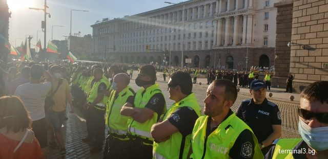 """Бум на коронавирус сред """"Охранителна полиция"""" в София"""