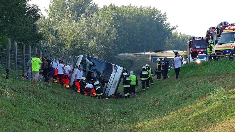 Автобус с полски туристи, връщащи се от България, катастрофира тежко в Унгария