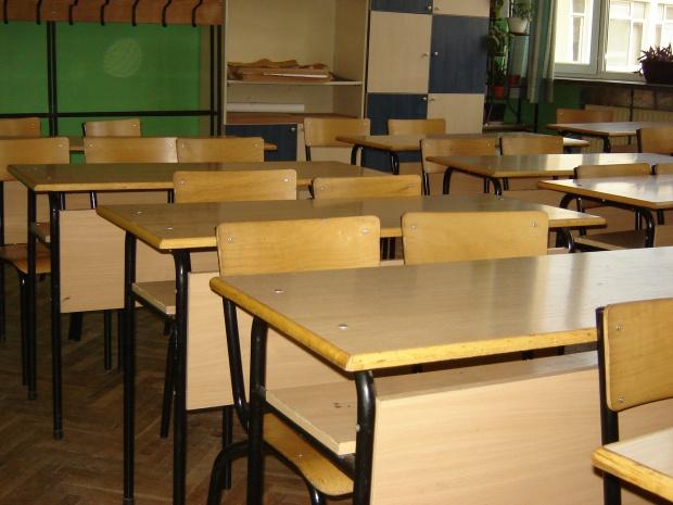 Учител наби 11-годишно дете