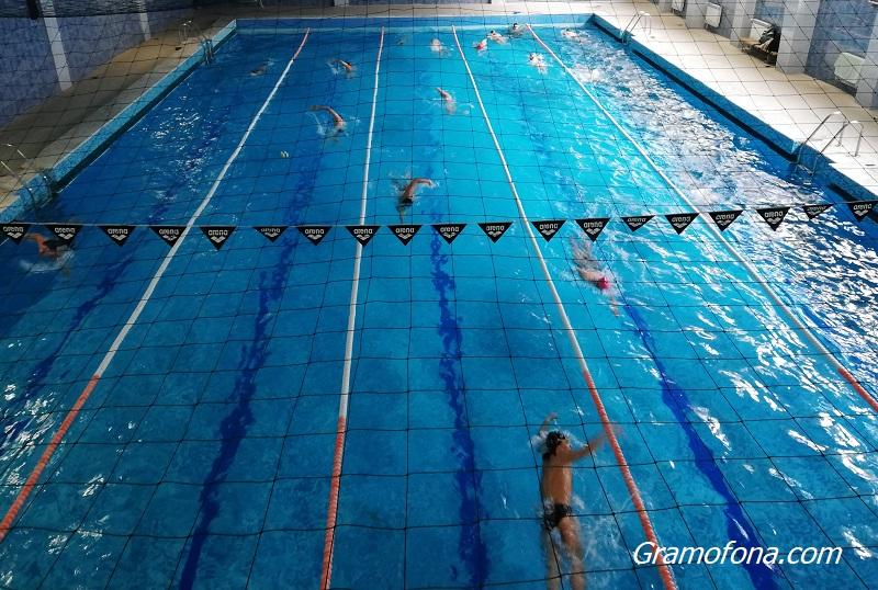 """Плувният """"Бриз"""" с амбицията да превърне басейна в Младежкия дом в модерно съоръжение"""
