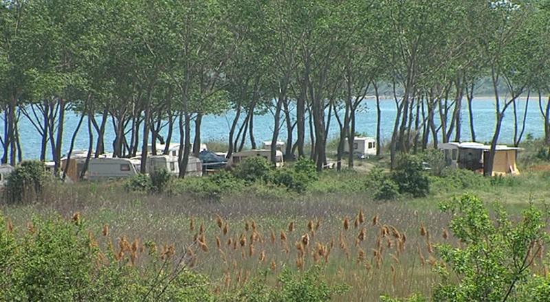 Черноморци се дразнят на къмпингари, кметството с вързани ръце