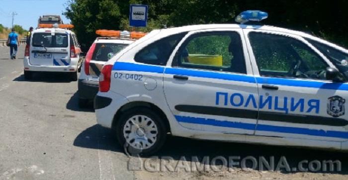 """Кола пламна на магистрала """"Тракия"""", движението към София е блокирано"""