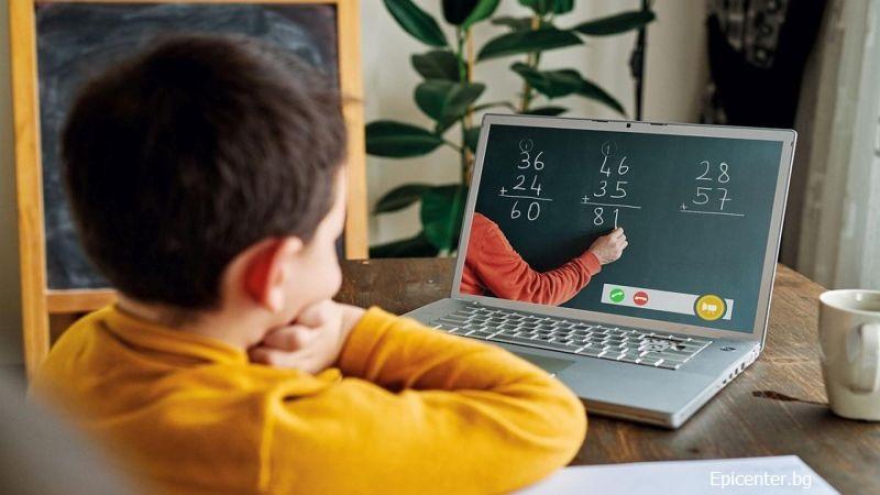 Учениците от 6 до 12 клас в Бургаско остават вкъщи и ще учат онлайн до 30 ноември