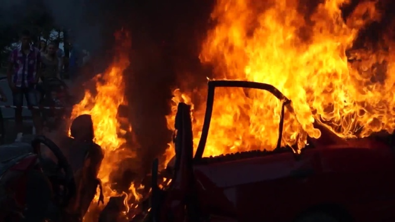 БМВ на несебърлия изгоря в Слънчев бряг