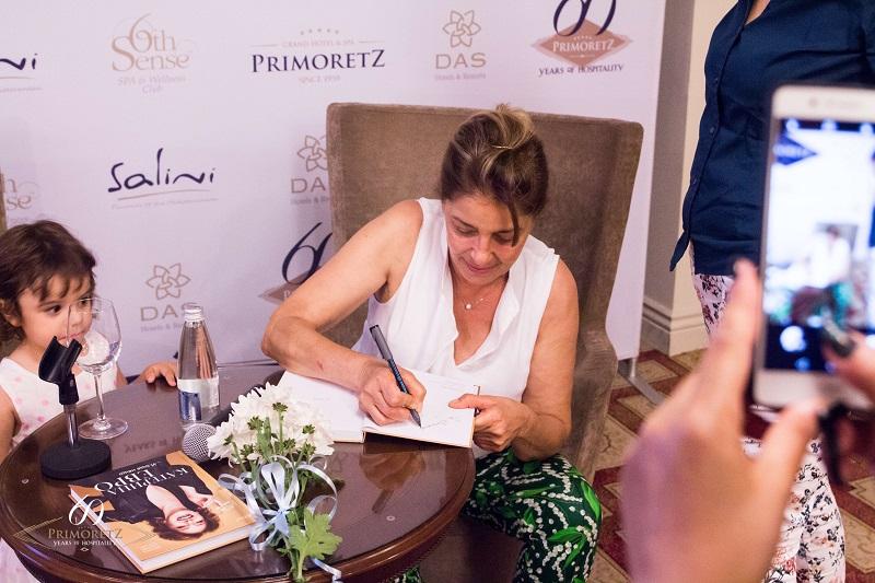 Катерина Евро представи биографията си в Бургас в компанията на своята внучка