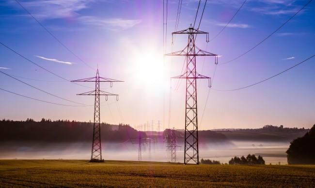 Кабинетът решава как да компенсира бизнеса за скъпия ток