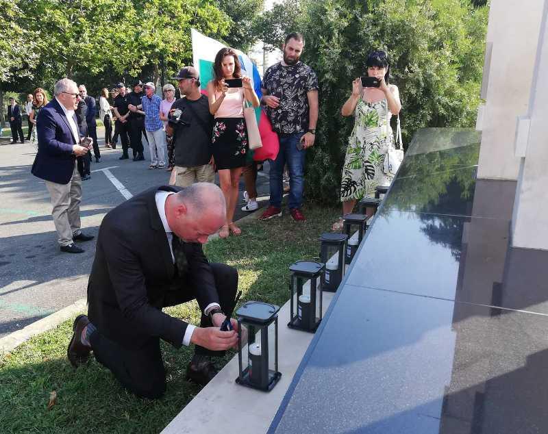 Шест свещи в памет на шестте жертви на летище Бургас