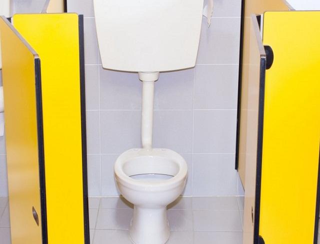 Скрита камера в училищна тоалетна разбуни духовете в Стара Загора