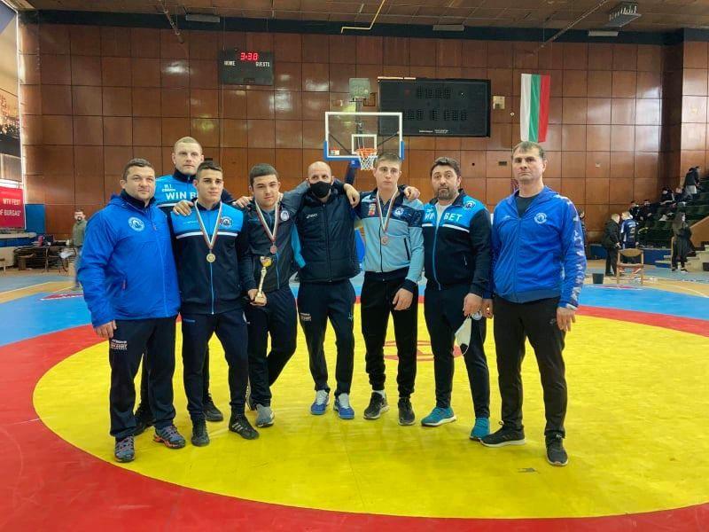 """Отлично представяне на борците от """"Черноморец-Бургас"""" на престижния турнир за кадети в Бургас"""