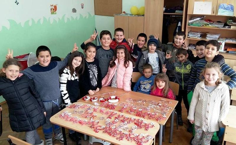 Поморийски деца помагат на майката на свои съученици