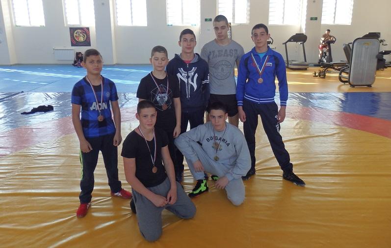 Силен завършек на годината за борците на Черноморец