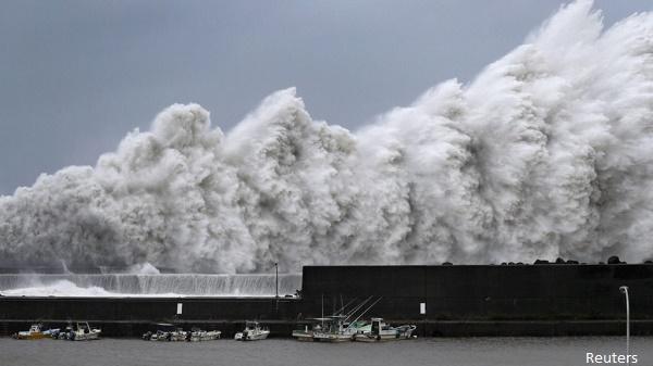 Япония в очакване на най-мощния тайфун от четвърт век