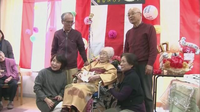 Празнува най-възрастният човек в света