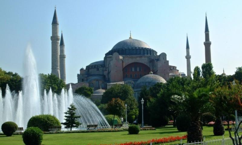 """Турски съд решава съдбата на храма """"Света София"""" в Истанбул"""