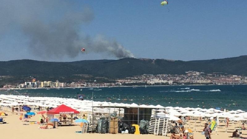 Пожар гори над курорта  Св. Влас