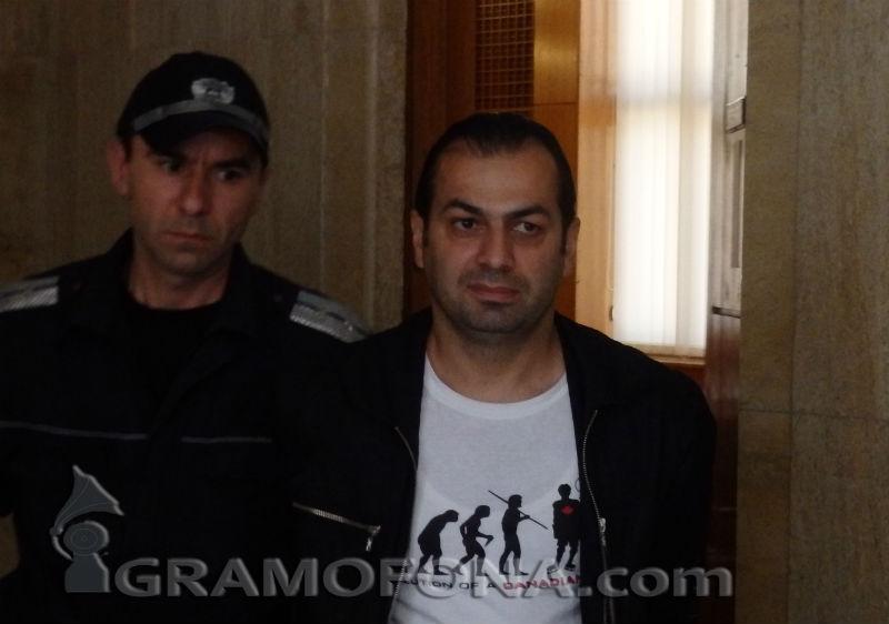Обвинен за тероризъм поиска вкъщи, съдиите го оставиха в ареста