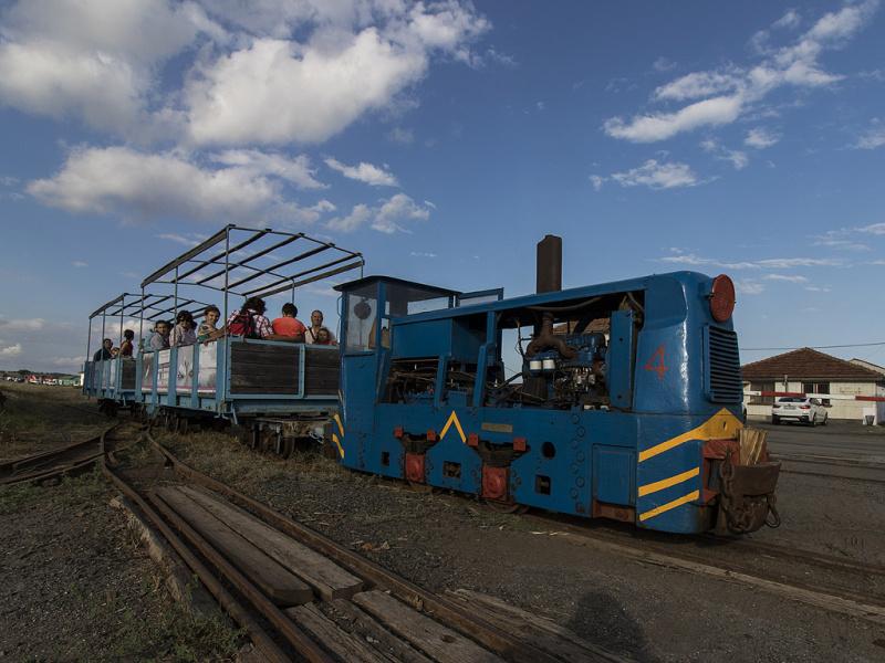 Спряха увеселителен локомотив с дрогиран водач до бункера край солниците
