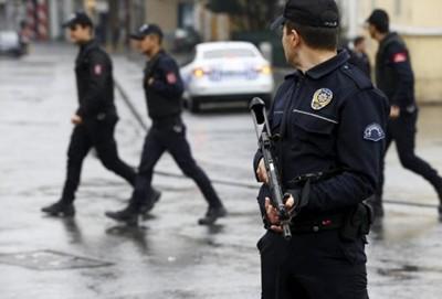 Полицай загина при атентат в Турция