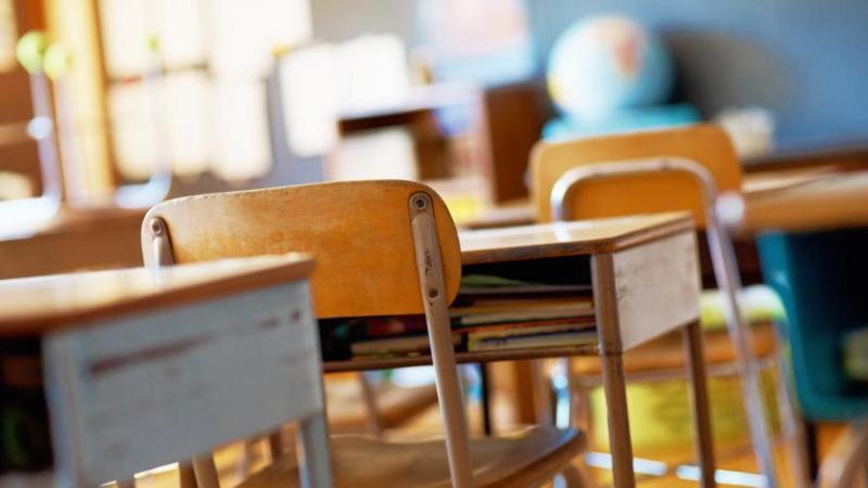 Кои класове ще се върнат първи в училище след ваканцията