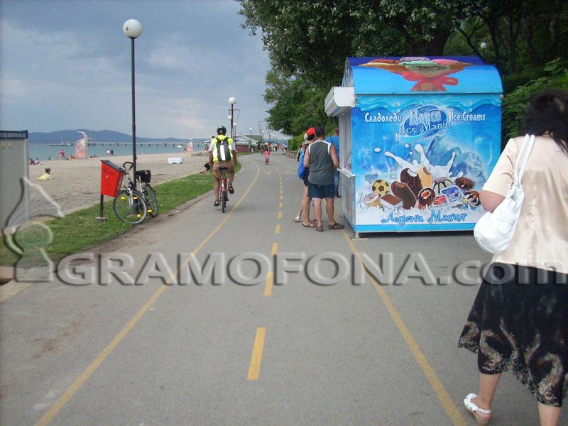 Маркираща машина - виновна за велоалеята на крайбрежната