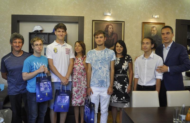 Възпитаници на бургаската математическа гимназия отново са повод за гордост