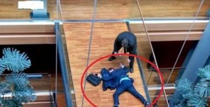 Евродепутати се сбиха в Страсбург, един е с опасност за живота