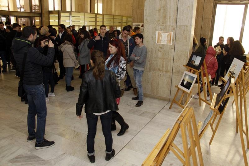 Млади фотографи влязоха в съда