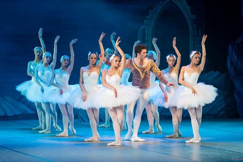 """Премиерата на """"Лебедово езеро"""" предизвика фурор в Бургас"""