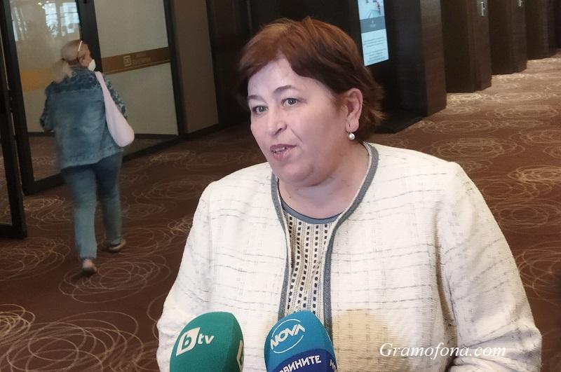 Министърката на туризма разбрала от Държавен вестник, че й взимат 22 млн. лева от бюджета