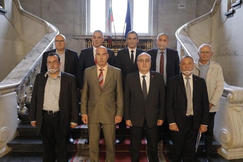 Николай Тишев и групата за приятелство България - Армения се срещнаха с арменския посланик в София