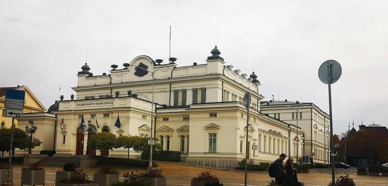 Културен Бургас в парламента за шести път със скулптури и фотоизложба