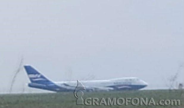 Извънредно: Самолет извън пистата на Летище Бургас?