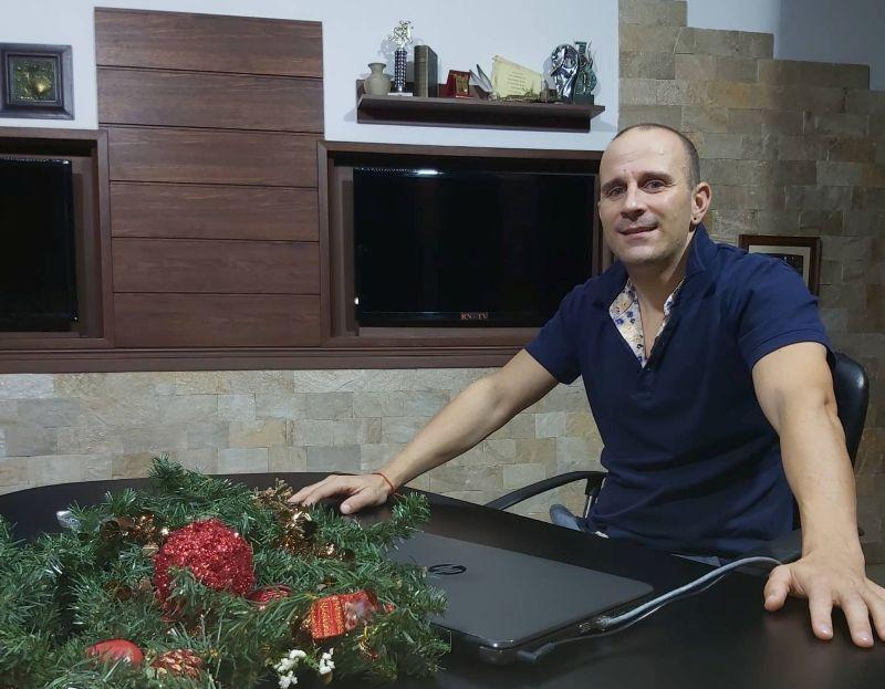 Промоутър на родни звезди става водещ на бургаска ТВ