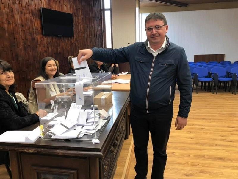 Исмаил Осман гласува и призова избирателите в Руен да са активни