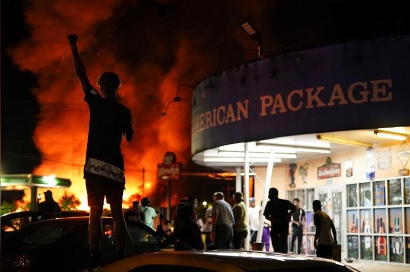Безредици в Атланта, пламна ресторант