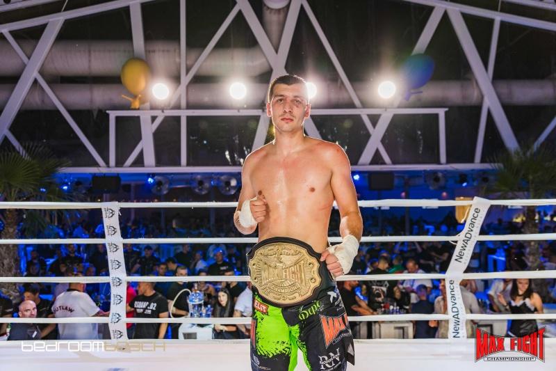 Александър Петров триумфира с шампионския пояс в МАХ 1 със счупена ръка