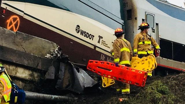 Влак падна върху магистрала в САЩ