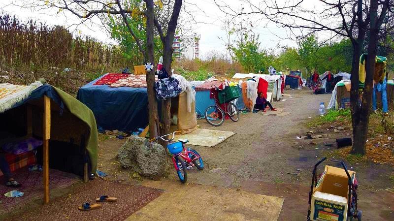 """Роми си спретнаха малък квартал край """"Славейков"""", развалиха им го"""