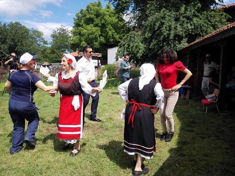 Турски туроператори и журналисти на урок по ръченица в Бръшлян