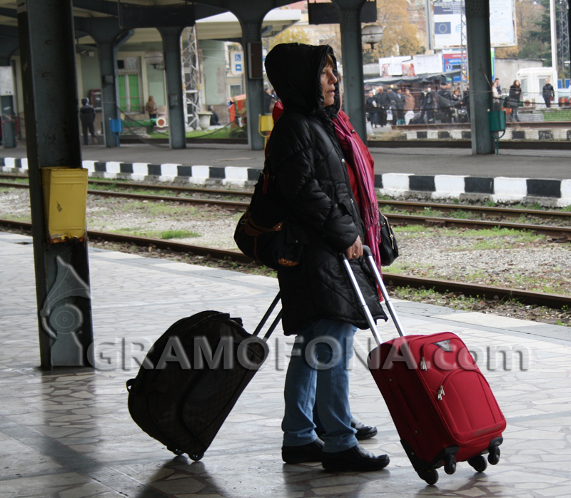 Пътническият влак от Карнобат пътува с над 2 часа закъснение