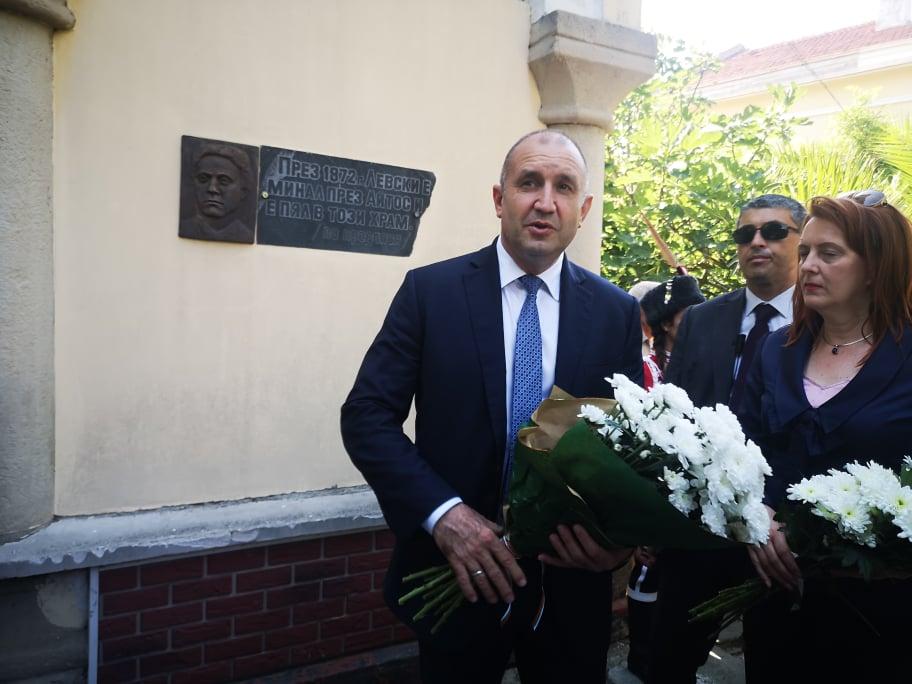 Румен Радев пристигна в Айтос