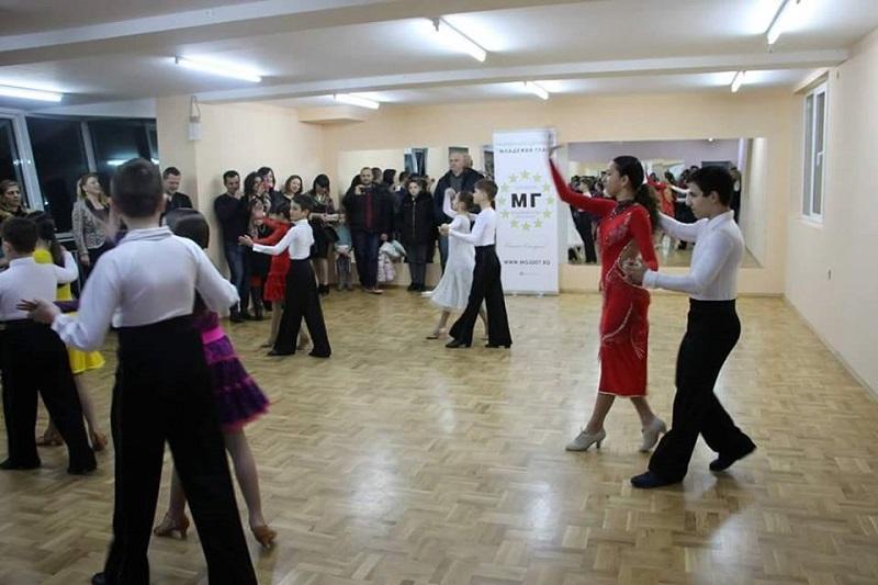 Безплатен урок по спортни танци този четвъртък в Бургас