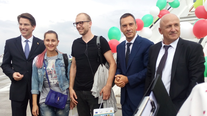 Красивата Анжелика Громова от Москва е тримилионният пътник на Летище Бургас