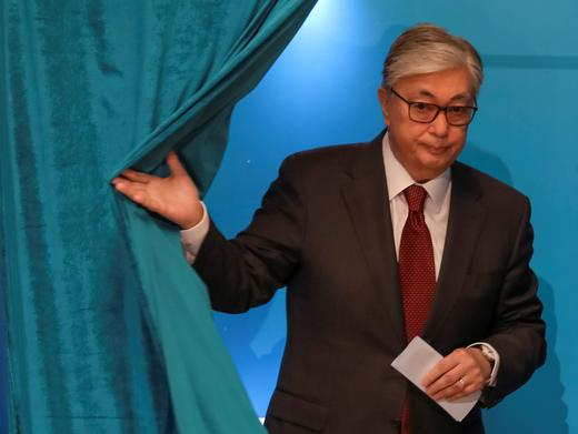 Токаев печели президентските избори в Казахстан с над 70 процента от гласовете