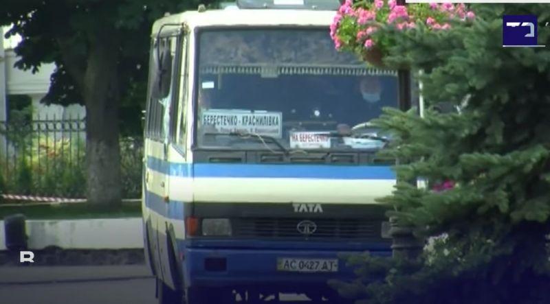 Похитител държа в плен 16 пътници в автобус в Украйна