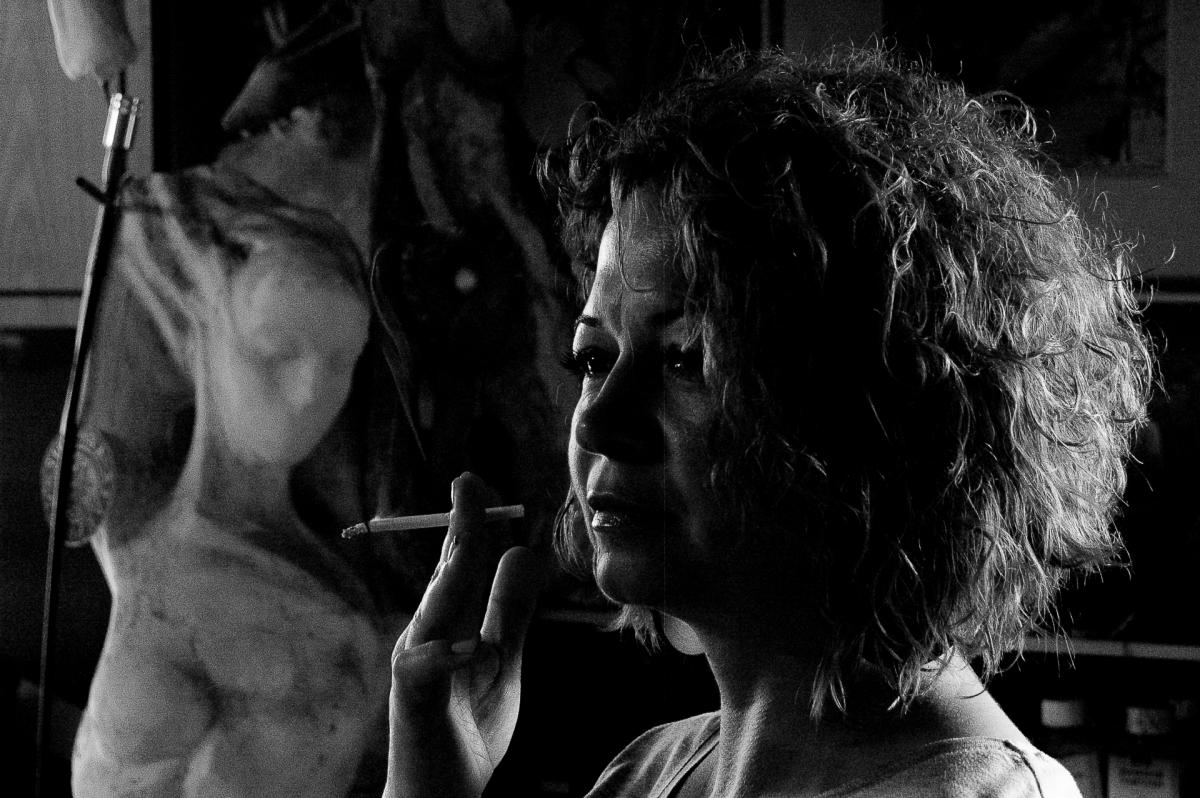 Една от първите ми снимки в ателието на художника Атанас Стоянов. С камерата на фотограф Татяна Байкушева. Модел: Диана Далева. Фотограф: Павлина Попова