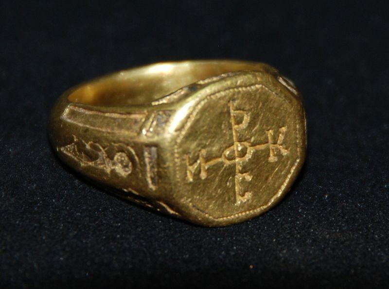 Показват златни пръстени от 14 век в Акве Калиде