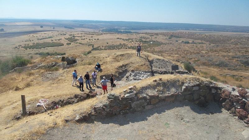 Разкриха средновековен калдъръм в крепостта Русокастрон